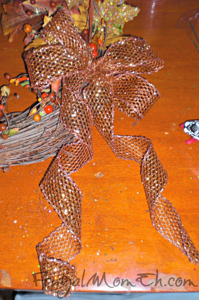 Making a Bow for a Thanksgiving Wreath