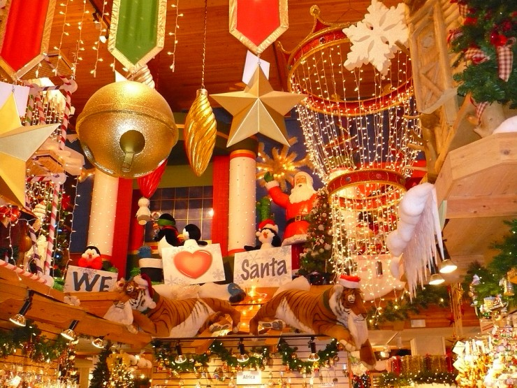 Bronners Christmas Wonderland.Bronner S Christmas Wonderland Frugal Mom Eh