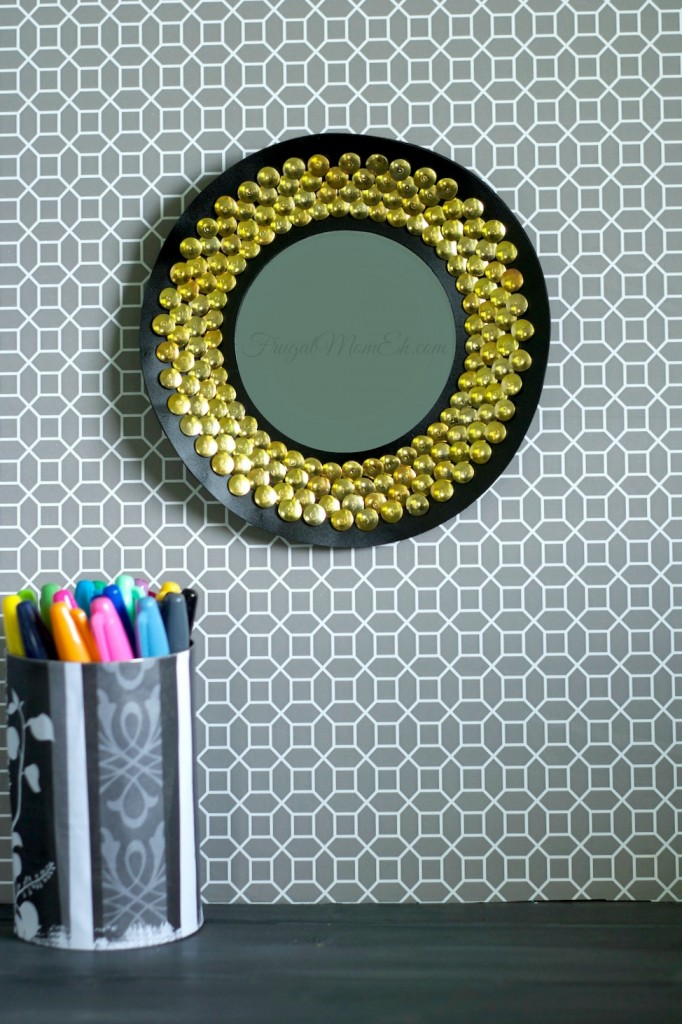 This DIY Thrifty & Chic Sunburst Mirror can go from dorm room to home decor and its such a frugal and fun diy project!