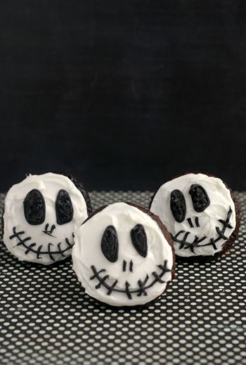 Jack Skellington (The Nightmare Before Christmas) Cupcakes are a surprisingly easy Halloween Cupcake!