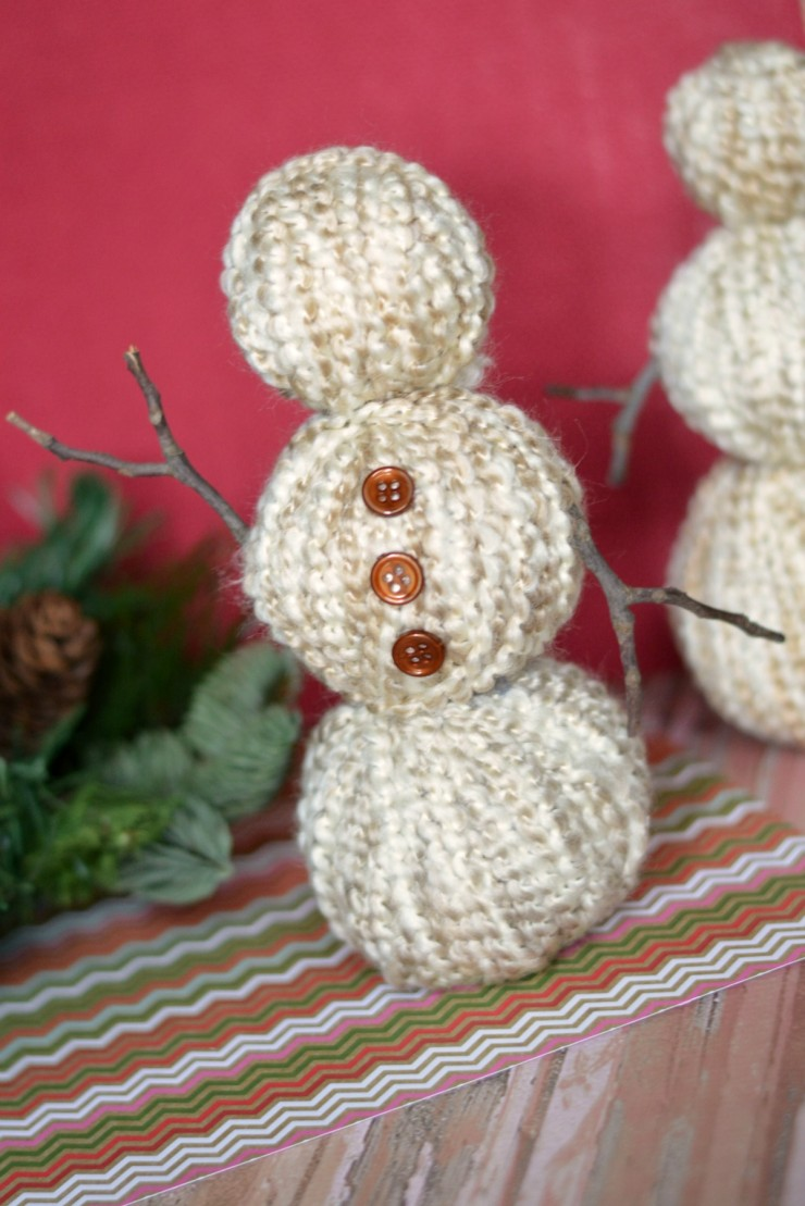 These Yarn Wrapped Snowmen are a great addition toyour Christmas décor, holiday décor or winter décor and make for a super easy winter craft!