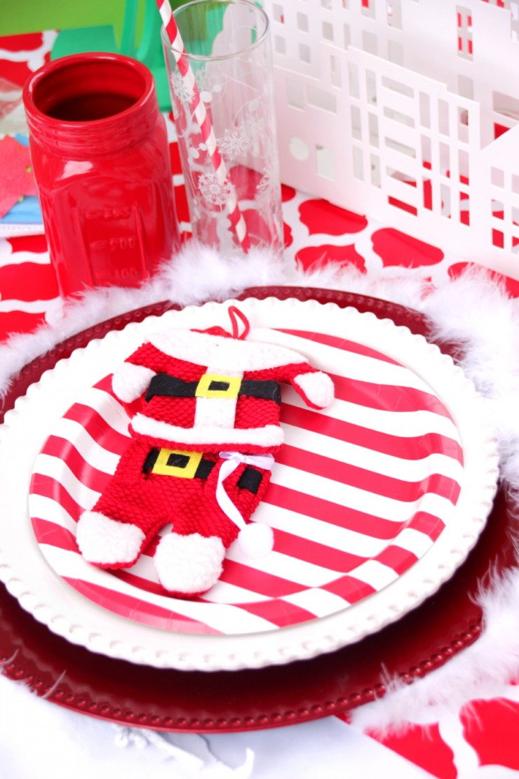 Kids want to feel included and this Christmas Table Setting is a great way to make kids feel special, with their very own Christmas Table!
