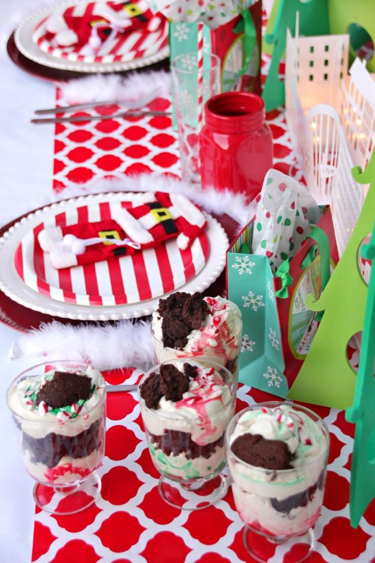 Christmas Brownie Decor Tables
