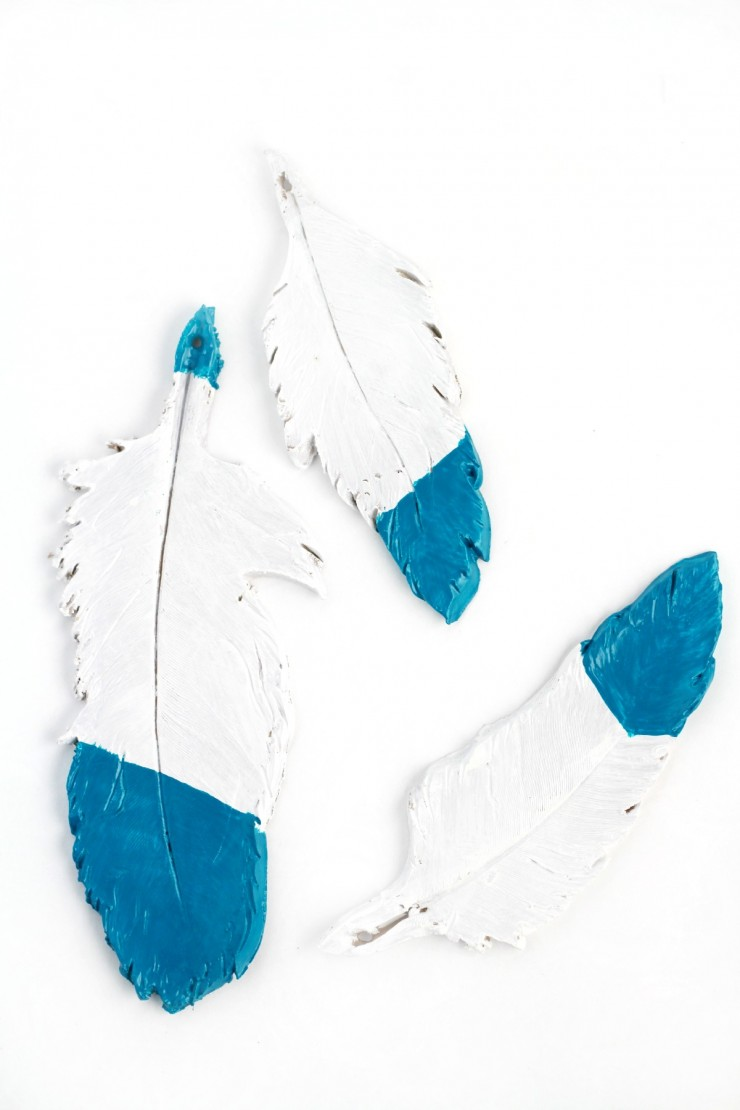 These Teal Dipped Feather Ornaments use oven-bake clay and paint to create realistic looking feathers to hang from your Christmas tree. These homemade ornaments are super easy to make!
