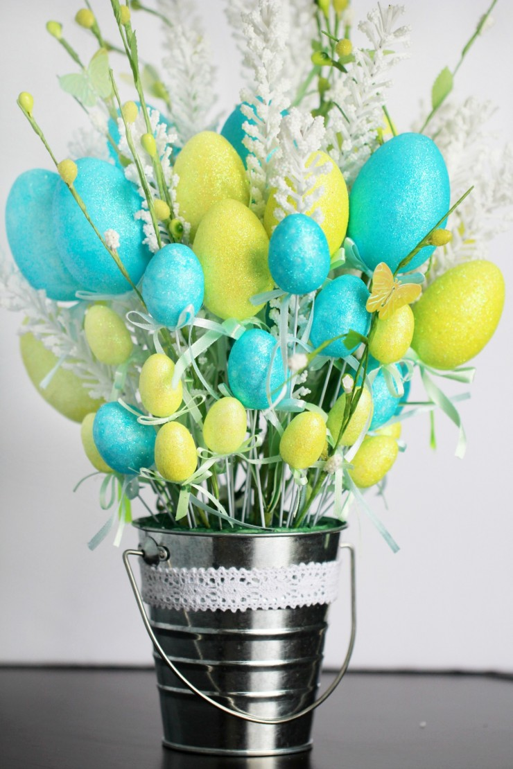 This Easy Easter Egg Flower Arrangement can be put together on a dime from Dollar Store supplies - but it's so gorgeous nobody will know!