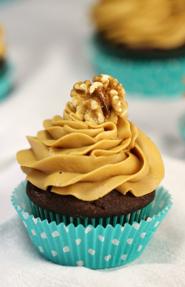 coffee-walnut-cupcakes-e1452754867310