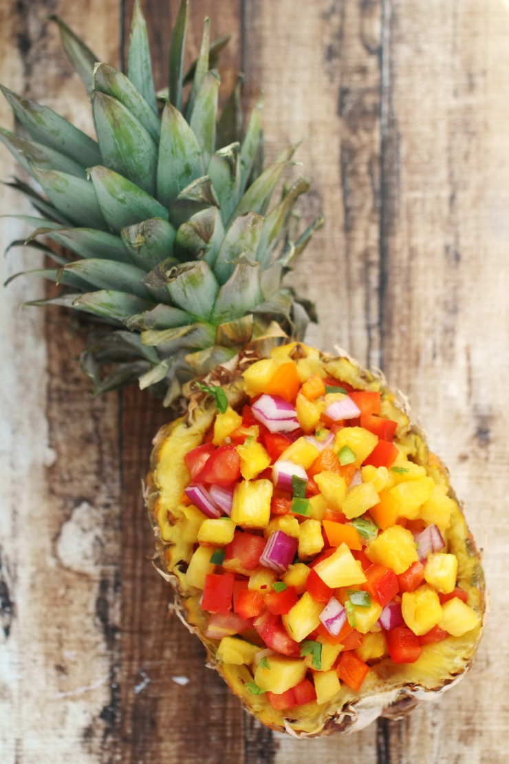 This sweet & spicy pineapple salsa recipe is super easy and full of ...