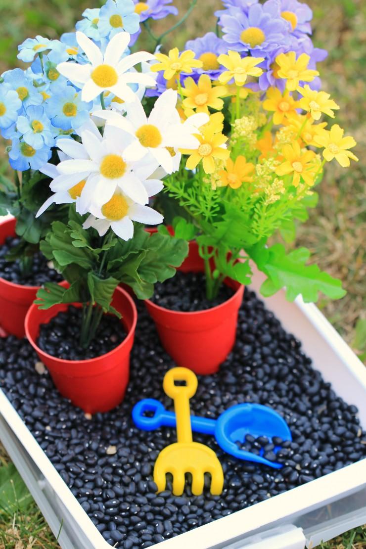 Gardening-Sensory-Bin 4
