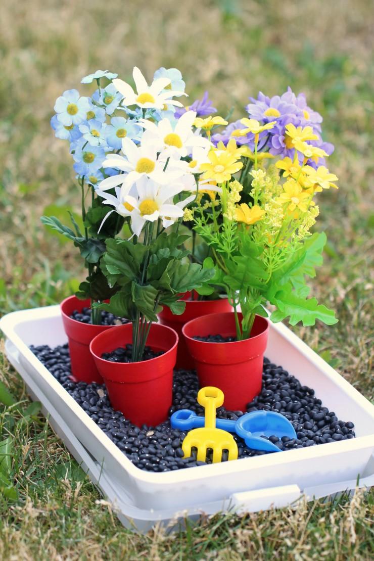 Gardening-Sensory-Bin