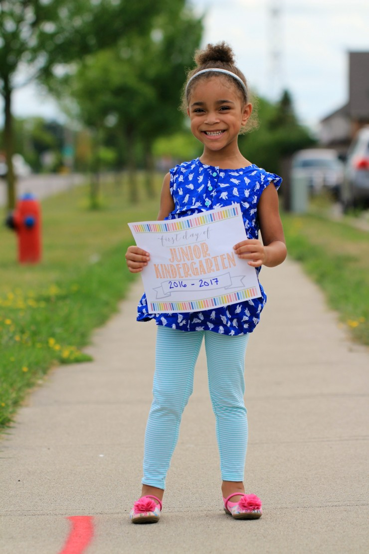 Commemorate back to school with the help of these free first day of school printable signs. These are free printable signs to use on the First Day of school for all grade levels from preschool through to grade 12.