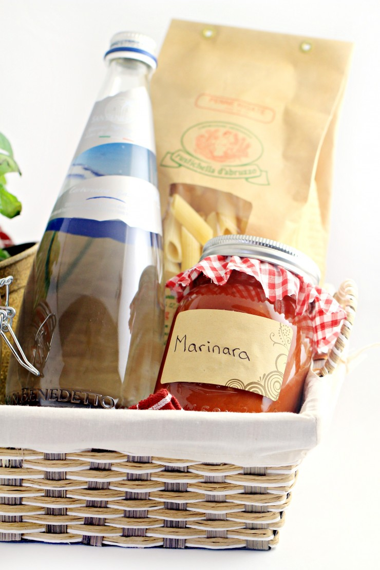 Pasta dinner gift basket frugal mom eh this italian inspired gourmet pasta dinner gift basket includes everything the recipient needs to enjoy negle Image collections
