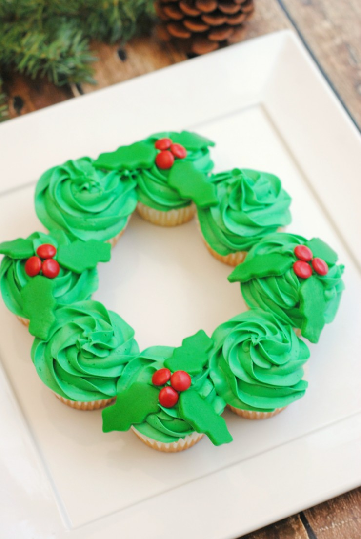 This Pull-Apart Christmas Wreath Cake is super simple but turns out really cute. Perfect for any holiday party, this cake is sure to be a hit!