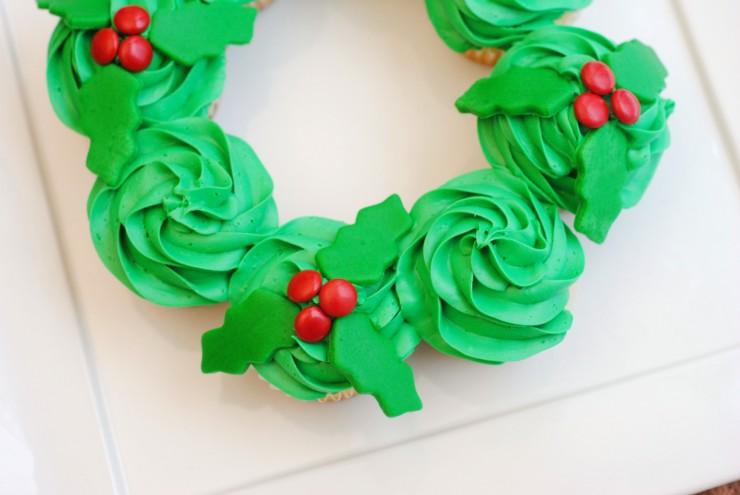 Pull-Apart Christmas Wreath Cake