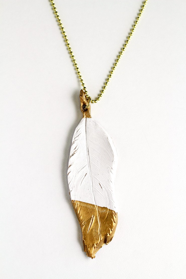 This Gilded Feather Pendant is truly elegant but easy to make. This necklace is a stunning piece of jewellery that will perfectly complement many different outfits.