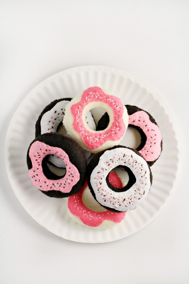 These Handmade Toy Donuts are easy to make and oh so sweet with a sprinkle of stitches. They are a great complement to a toy tea set or play kitchen.