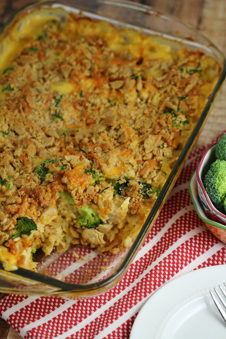 This Chicken Divan Casserole with a Cheesy Oat Topping is a comforting and delicious family meal idea featuring chicken, cheese, rice and broccoli. It can also be made gluten-free without a hassle.