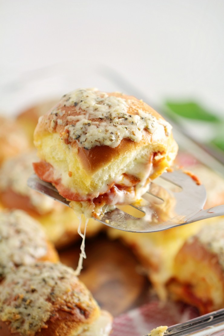 Pepperoni Pizza Sliders are a delicious lunch idea and make for a great dish to serve at parties. Everyone loves pizza which means these will get gobbled up in no time by your whole family.