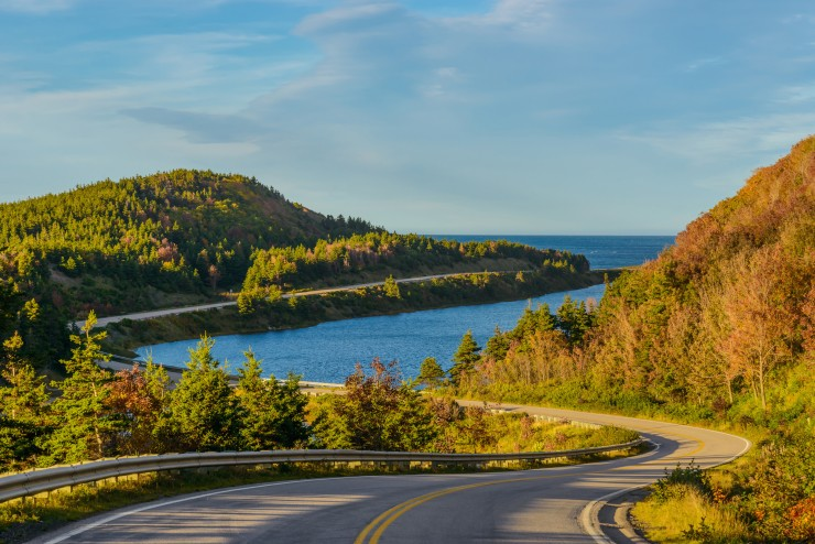 Cape Breton offers magnificent coastal views with spectacular cliffs and stunning beaches, as well as the opportunity for a game of golf and to enjoy world-renowned fresh lobster and crab dishes.