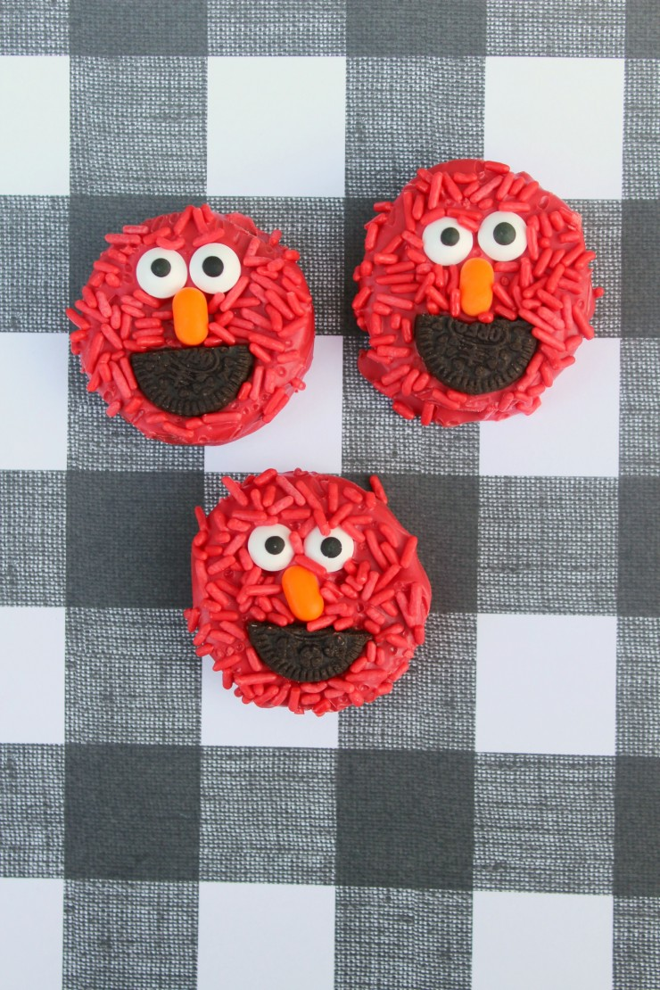 These Elmo Oreos are a fun treat for any little Sesame Street fan. They also make a great addition to any Sesame Street Birthday Party!