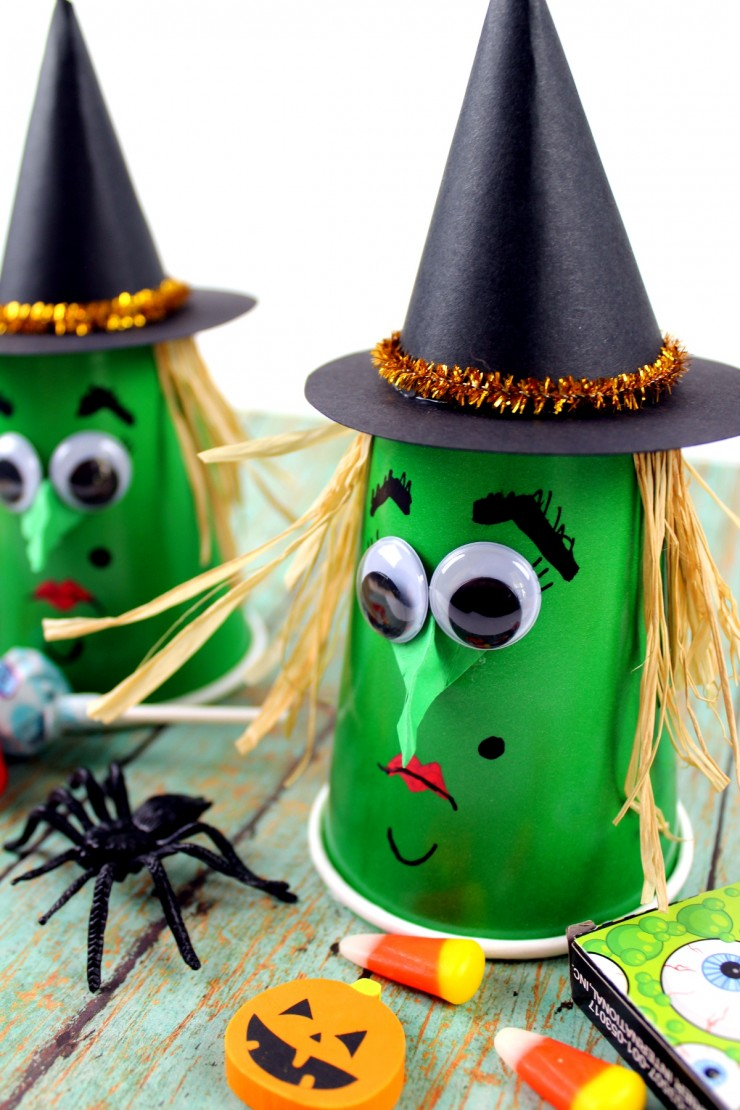 This Witch Halloween Treat Cups kids craft is a great way to celebrate the holiday – they are a fun little Halloween craft kids will enjoy being creative with. They are great for Halloween party favours!