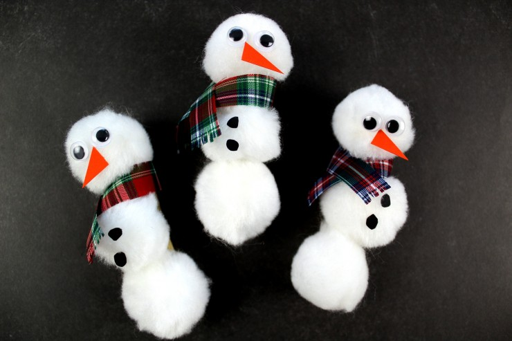 These adorable pom pom snowmen magnets are a fun winter craft for you or for the kids to get in on. They are really simple to make and are perfect for displaying your kids artwork on the fridge!