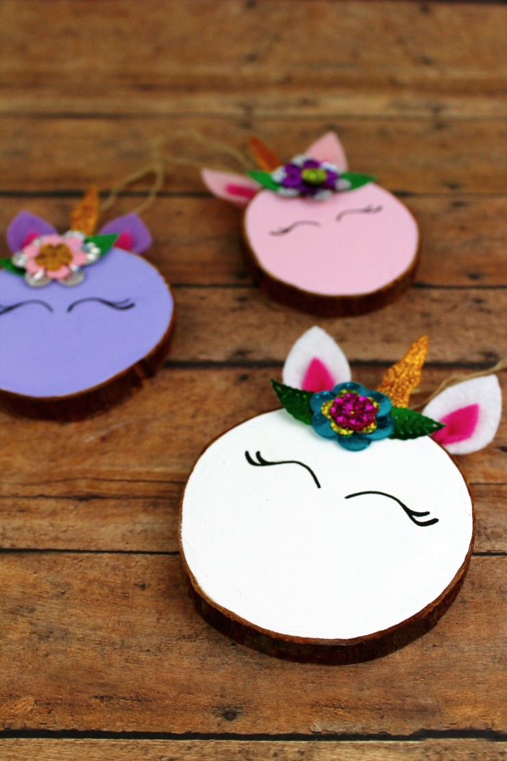 These Wood Slice Unicorn Ornaments are an adorable DIY project for you and the kids to tackle over the holiday season. They are an easy to make craft that also make for a great gift and look great on a Christmas tree.