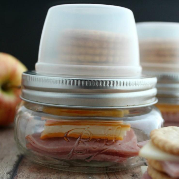 Mason Jar Hack: DIY Lunch Stackers