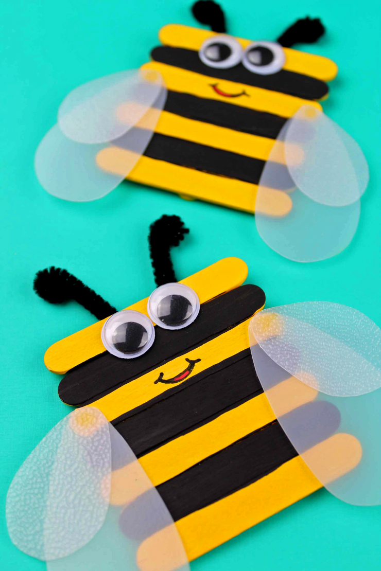 This Popsicle Stick Bumble Bee Craft is such an adorable and simple craft. Great for preschool or kindergarten!