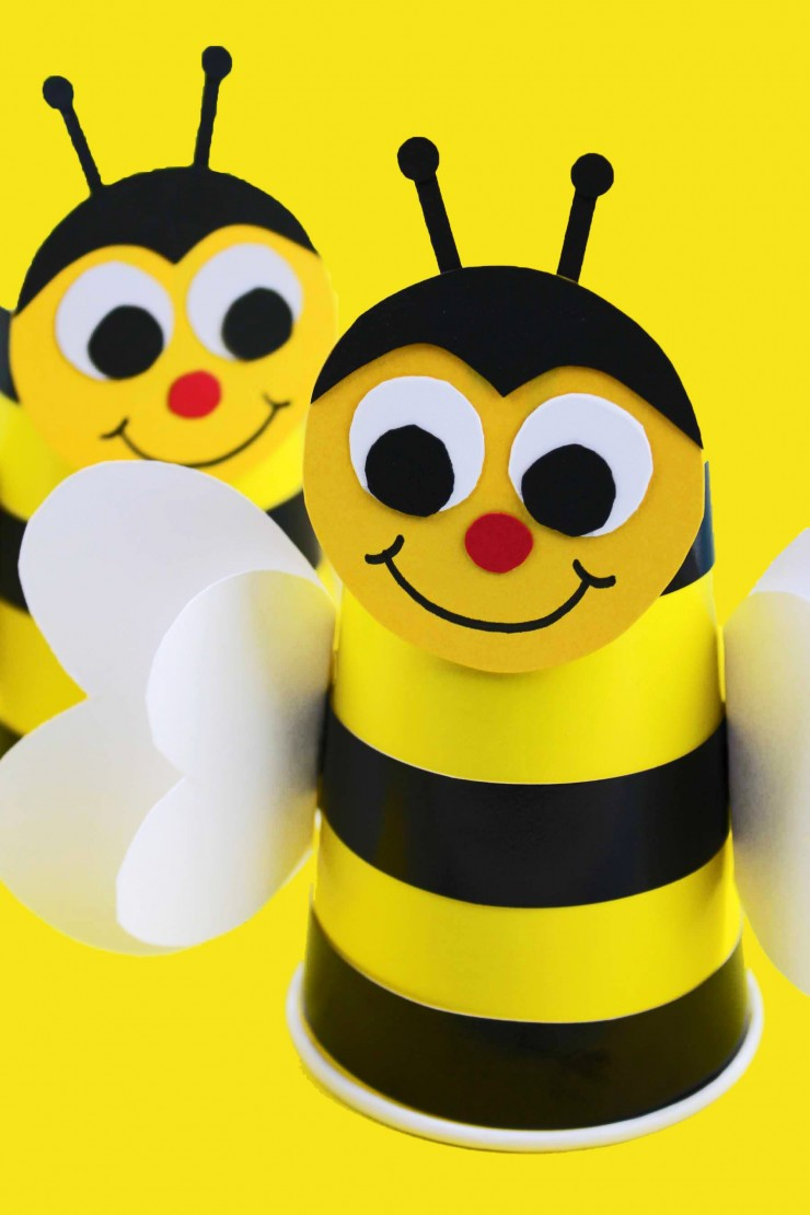 This Bumble Bee Cup Craft makes a wonderful classroom craft project. It's inexpensive and easy!