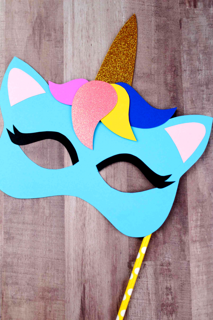 These unicorn masks would make awesome party favours, and work well as an excellent party activity for unicorn themed birthdays.