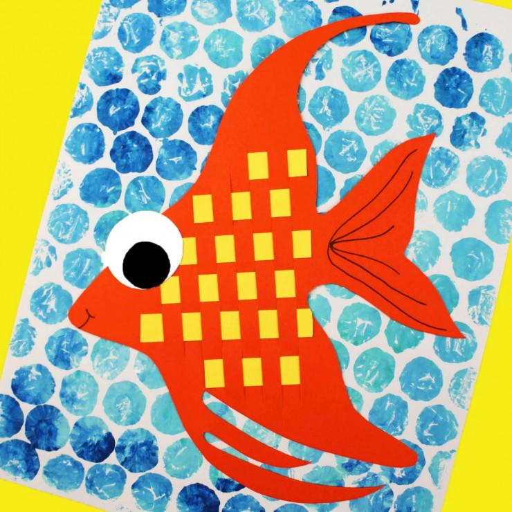 This is a wonderful classroom project. How cute would these Basketweave fish look on a bulletin board in a rainbow of colours!