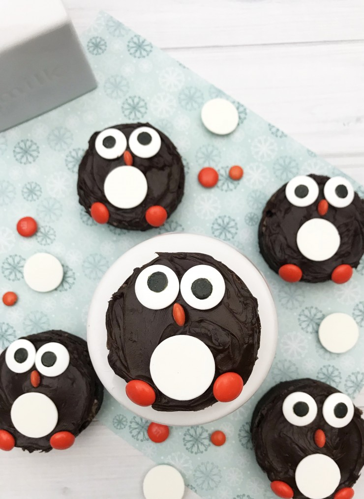 These adorable and tasty Penguin Brownies are a fun Christmas dessert for kids (and kids at heart!)
