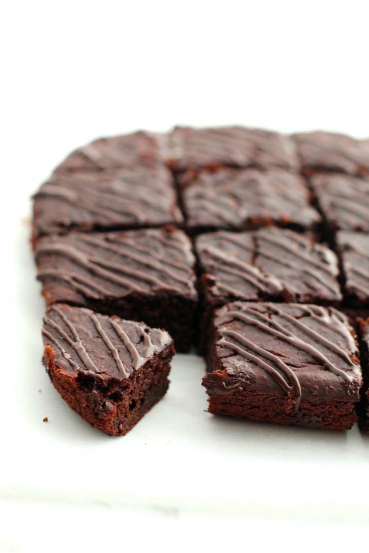 This clean eating recipe for Dark Chocolate Zucchini Brownies is an easy way to enjoy a special chocolate treat without having to feel any guilt. This recipe is a great alternative to my fan-favourite Fudgy Avocado Brownies with Avocado Frosting recipe.
