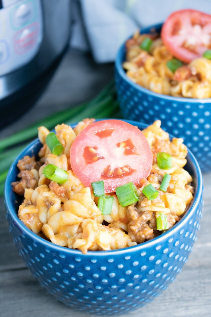 Looking for a quick an easy soul filling dinner for your family? Look no further than this recipe for instant pot cheeseburger pasta!