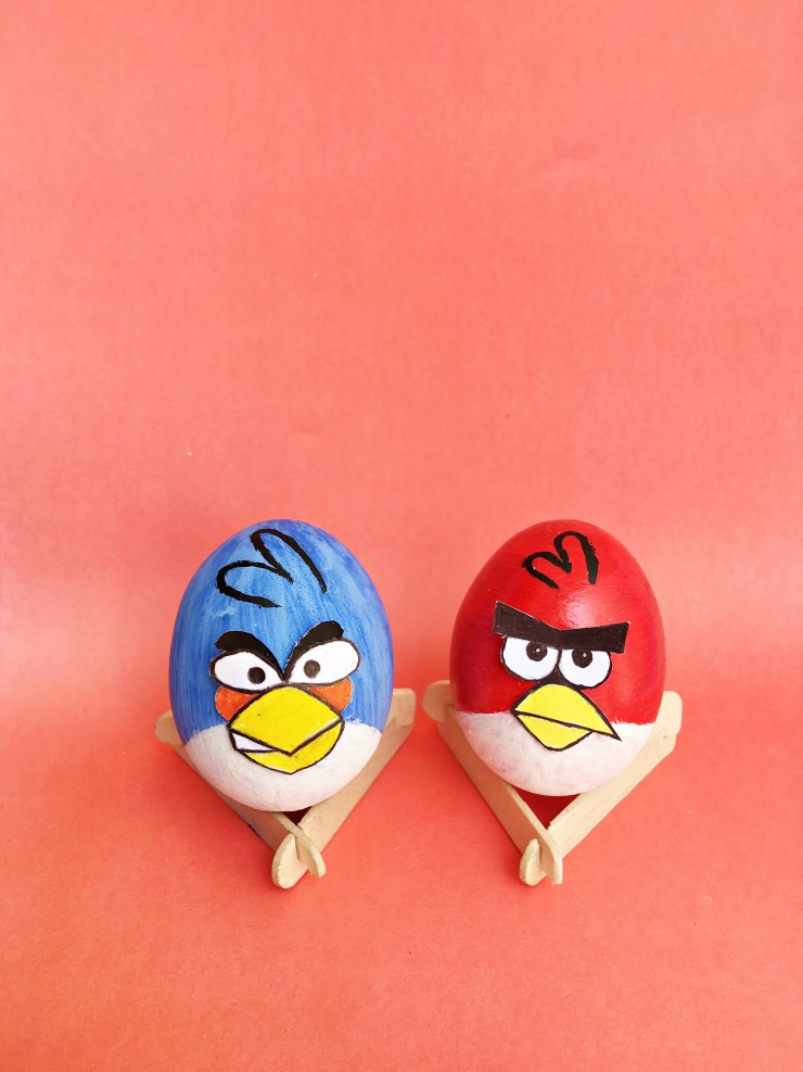 These Angry Birds Easter Eggs are super easy to make and perfect for any Angry Birds fans to make and display this Easter season thanks to the included FREE printable template!