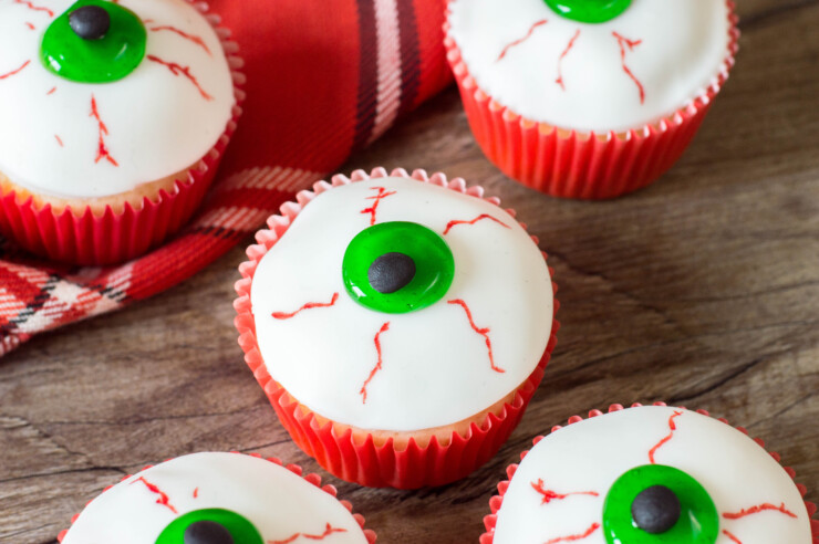 These eyeball cupcakes make a spooktacular addition to any Halloween party.