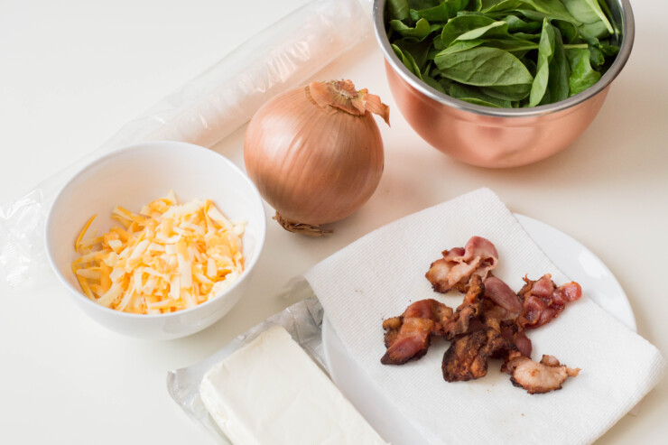 When it comes to entertaining, having an easy appetizer in your repertoire like these delicious Bacon Spinach Pinwheels is a must.