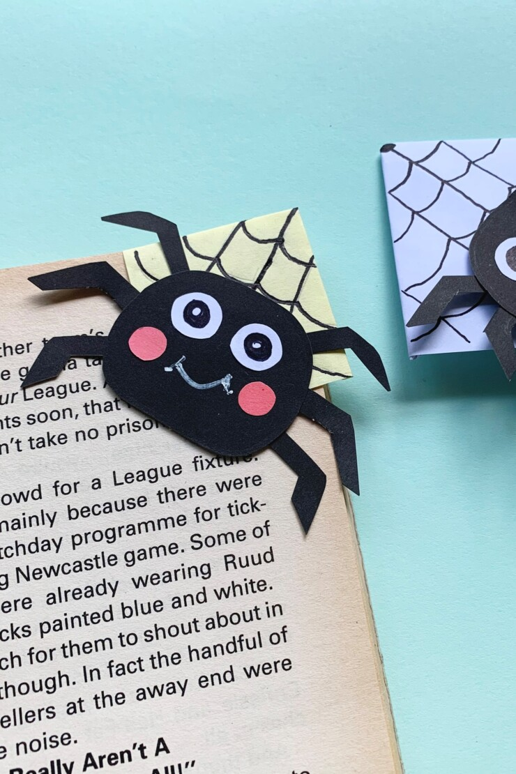 What could be more perfect for a spooky book than these easy to make than this origami spider corner bookmark for your favourite Halloween story?