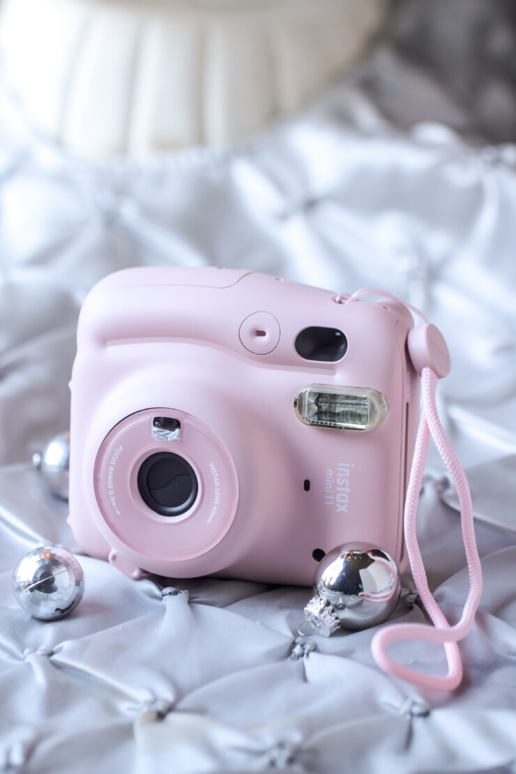 An update on the cult classic, the FUJIFILM Instax Mini 11 camera includes new and exciting features like automatic exposure, and one-touch selfie mode.