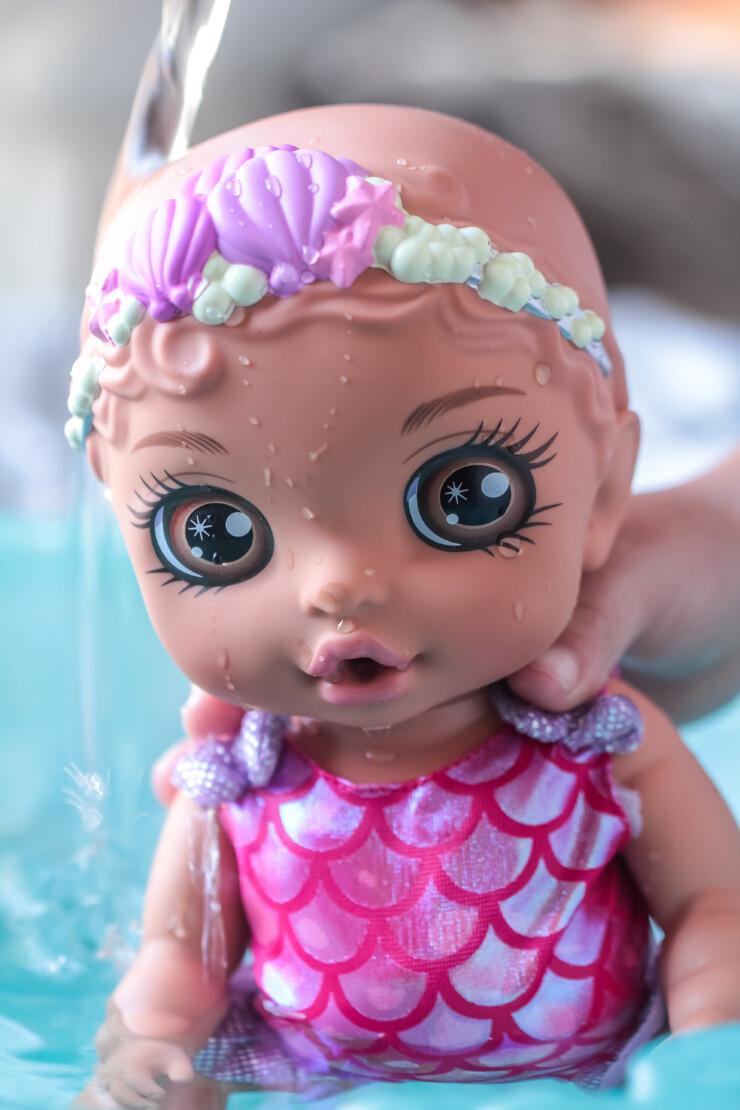 BABY born Surprise Mermaid Surprise features 20+ magical surprises including a large seashell bathtub.