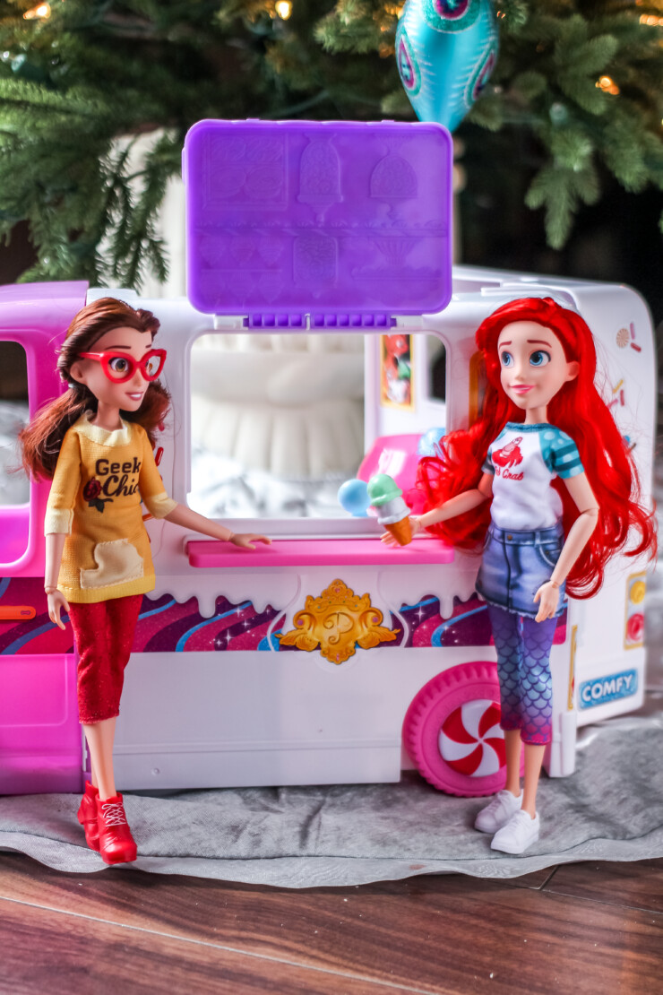 Now kids can imagine that the comfortably dressed Disney Princess characters from Ralph Breaks the Internet are visiting the Comfy Squad Sweet Treats Truck for some delicious goodies.