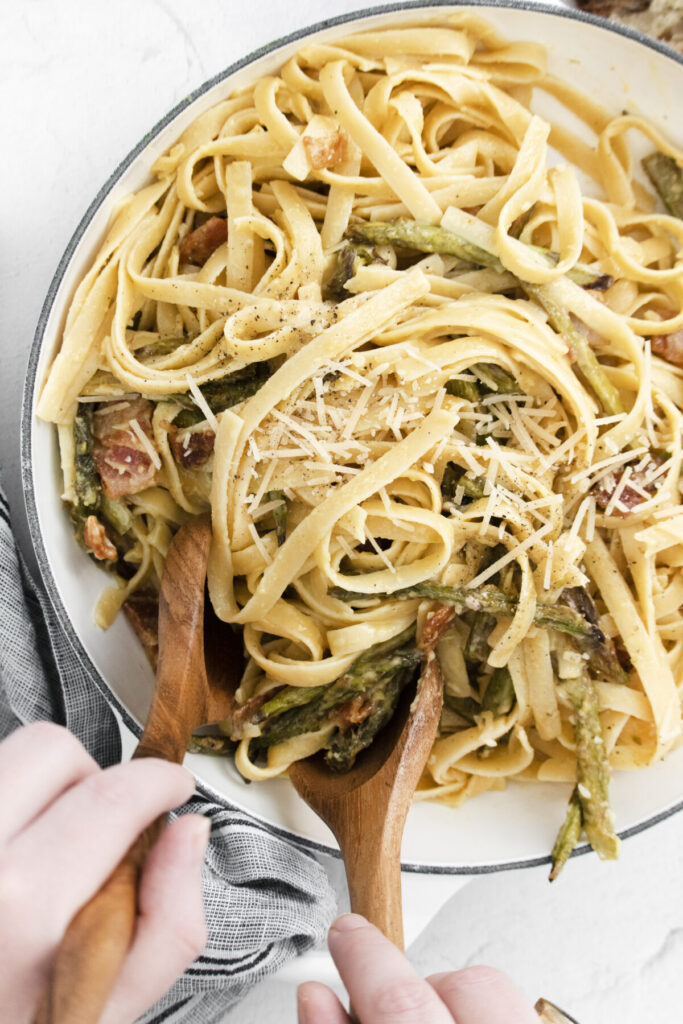 Roasted Asparagus Carbonara is a spin on the classic creamy egg-&-cheese based pasta dish. Your will love this fettucine carbonara recipe!