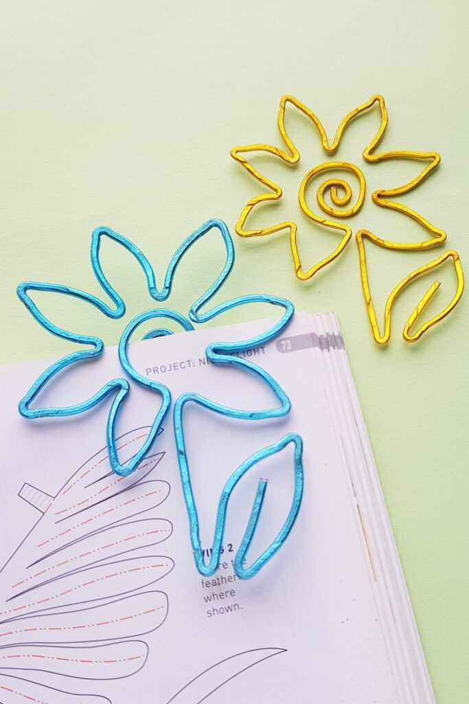 These DIY flower wire bookmarks are a quick and easy project to make for beginner crafters. They make great handmade gifts for book lovers!