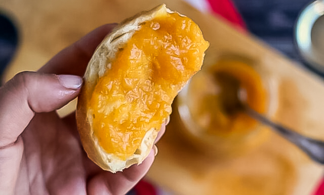 Pectin-Free Peach Jam with Cinnamon and Vanilla - this is a low sugar jam recipe compared to pectin-added recipes but so easy to make!