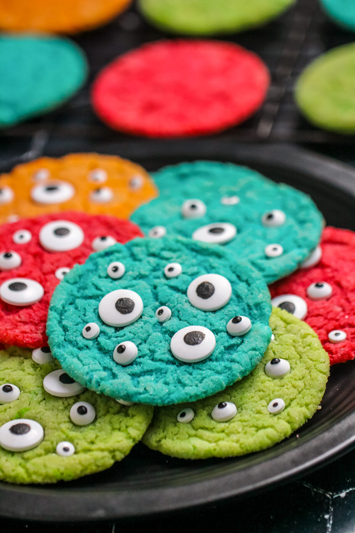 Learn how to make monster eye cookies with this recipe. Perfect for Halloween parties, these spooky treats are quick and easy to prepare!